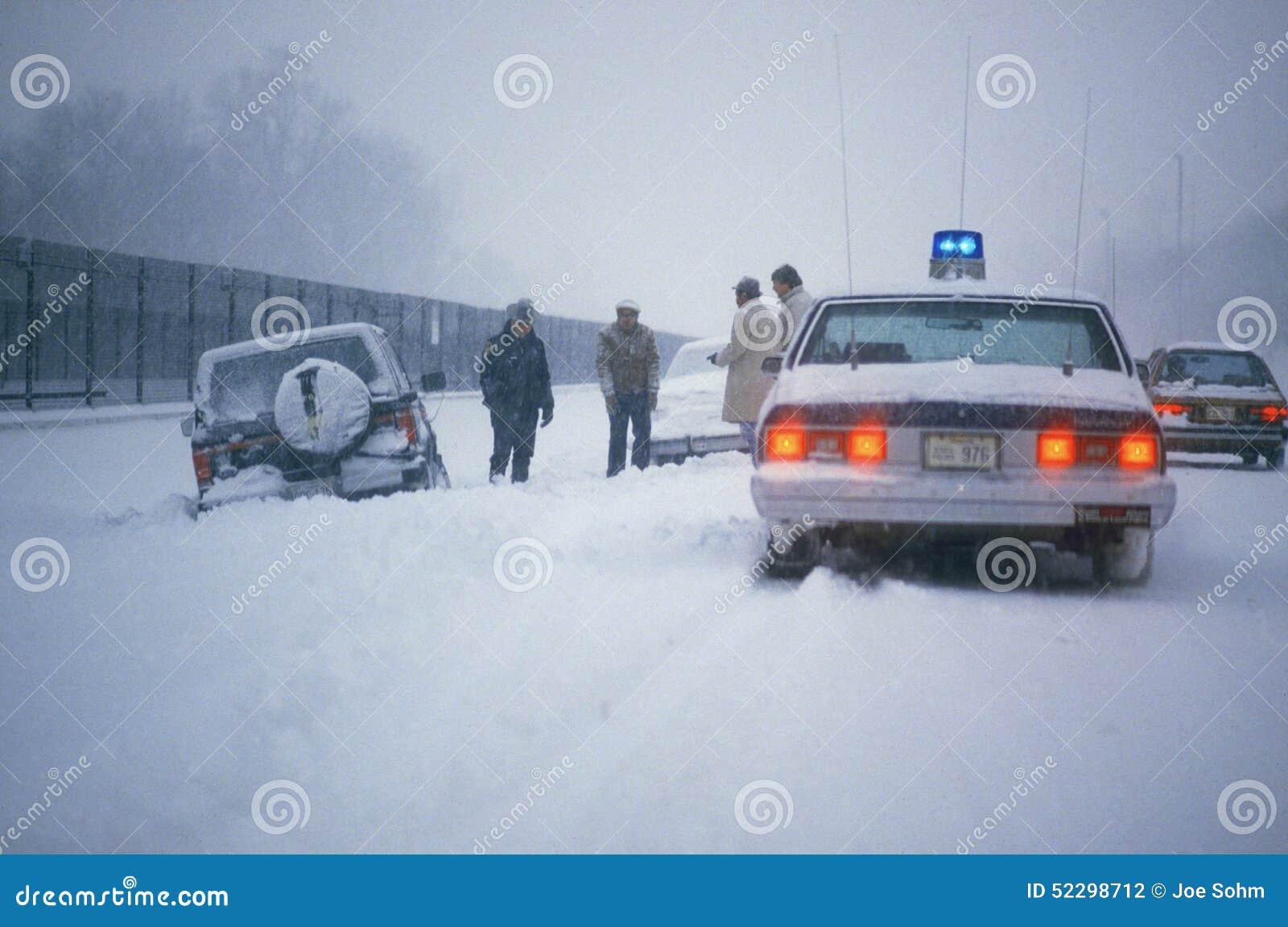 Carro Marooned na neve, Washington, D C