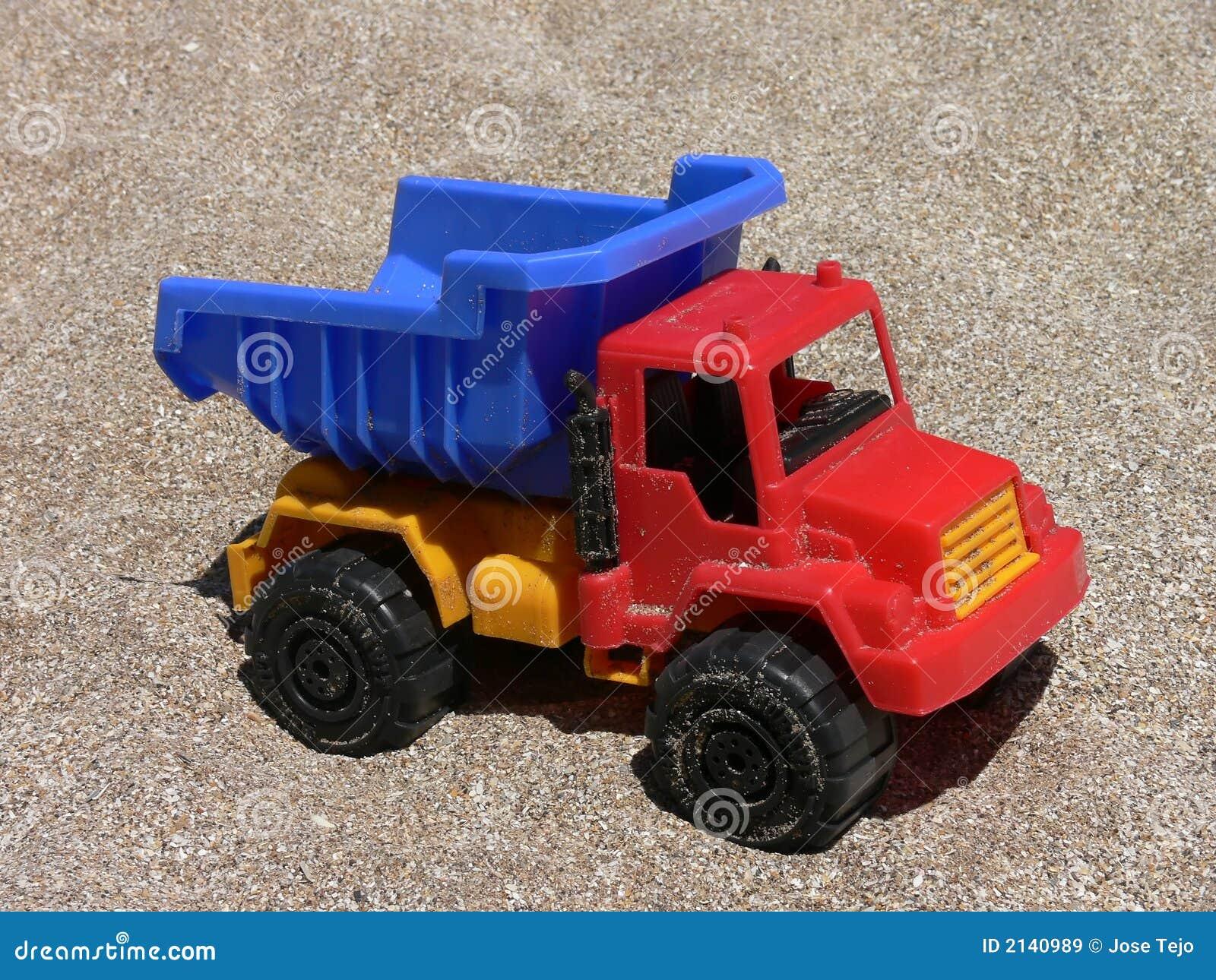 Carro Plastico Del Juguete Imagen De Archivo Imagen De Verano 2140989