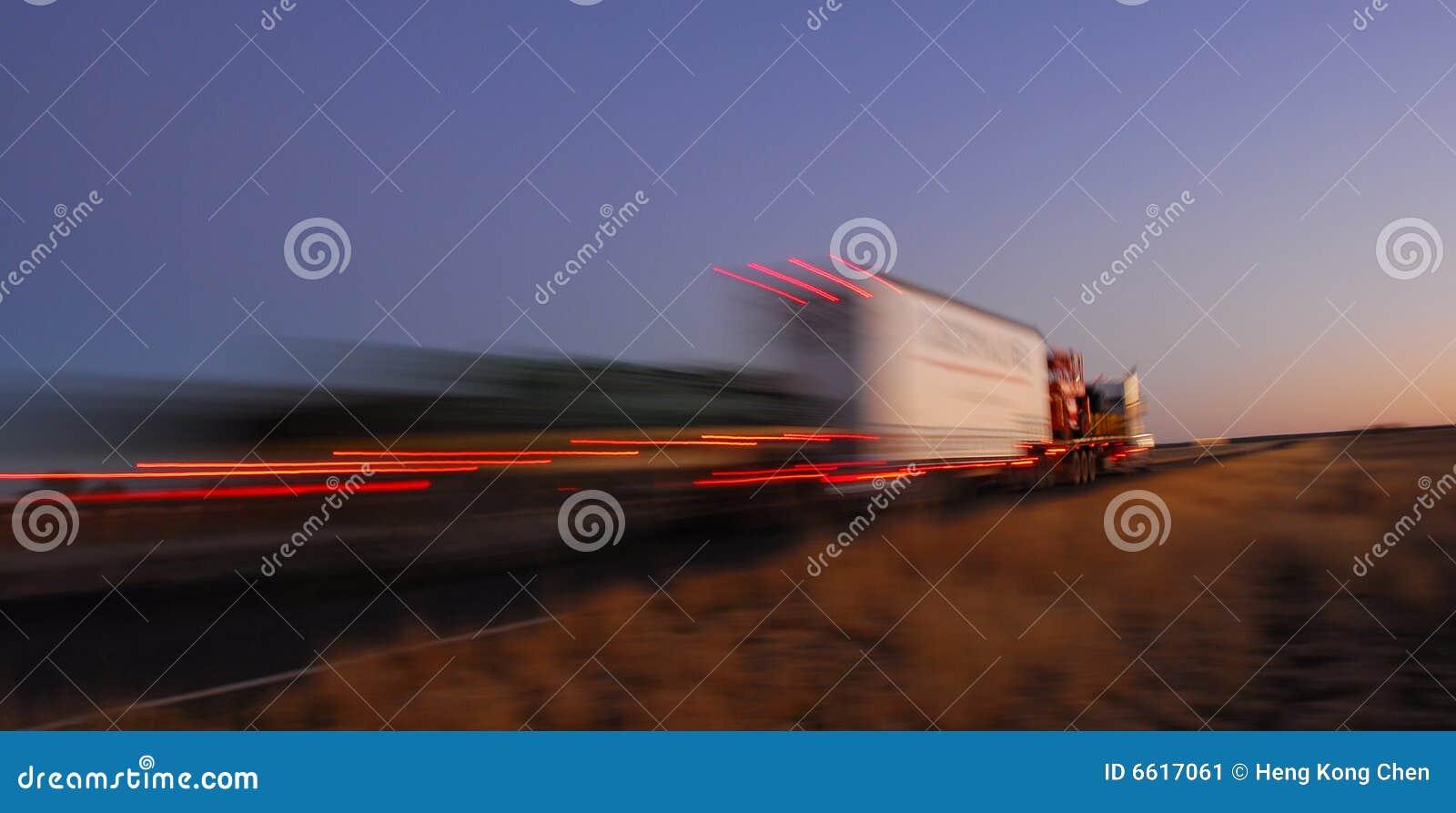 Carro rápido en el movimiento
