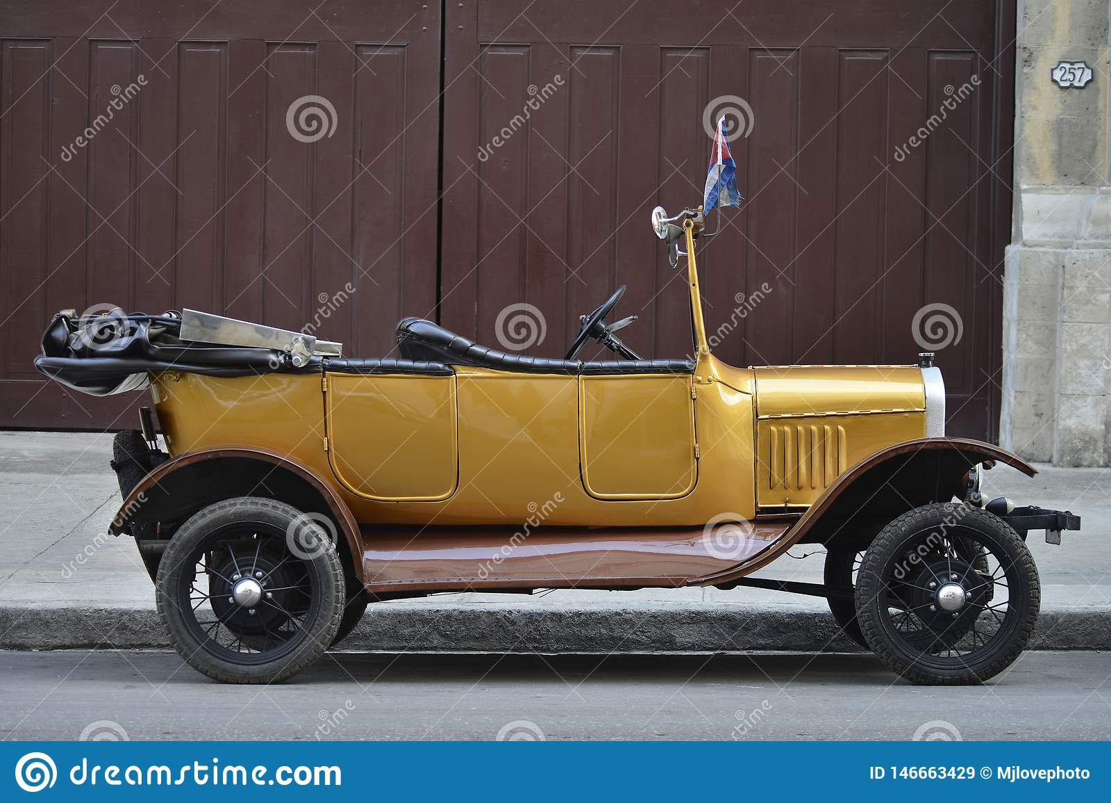 Carro velho em havana