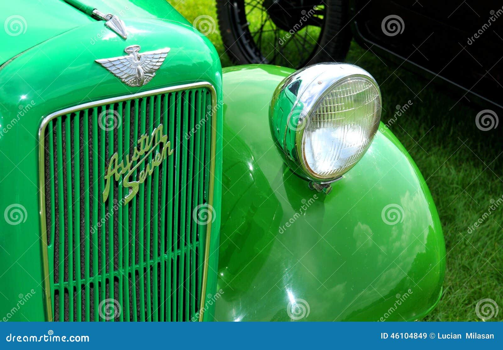 Carro verde do vintage
