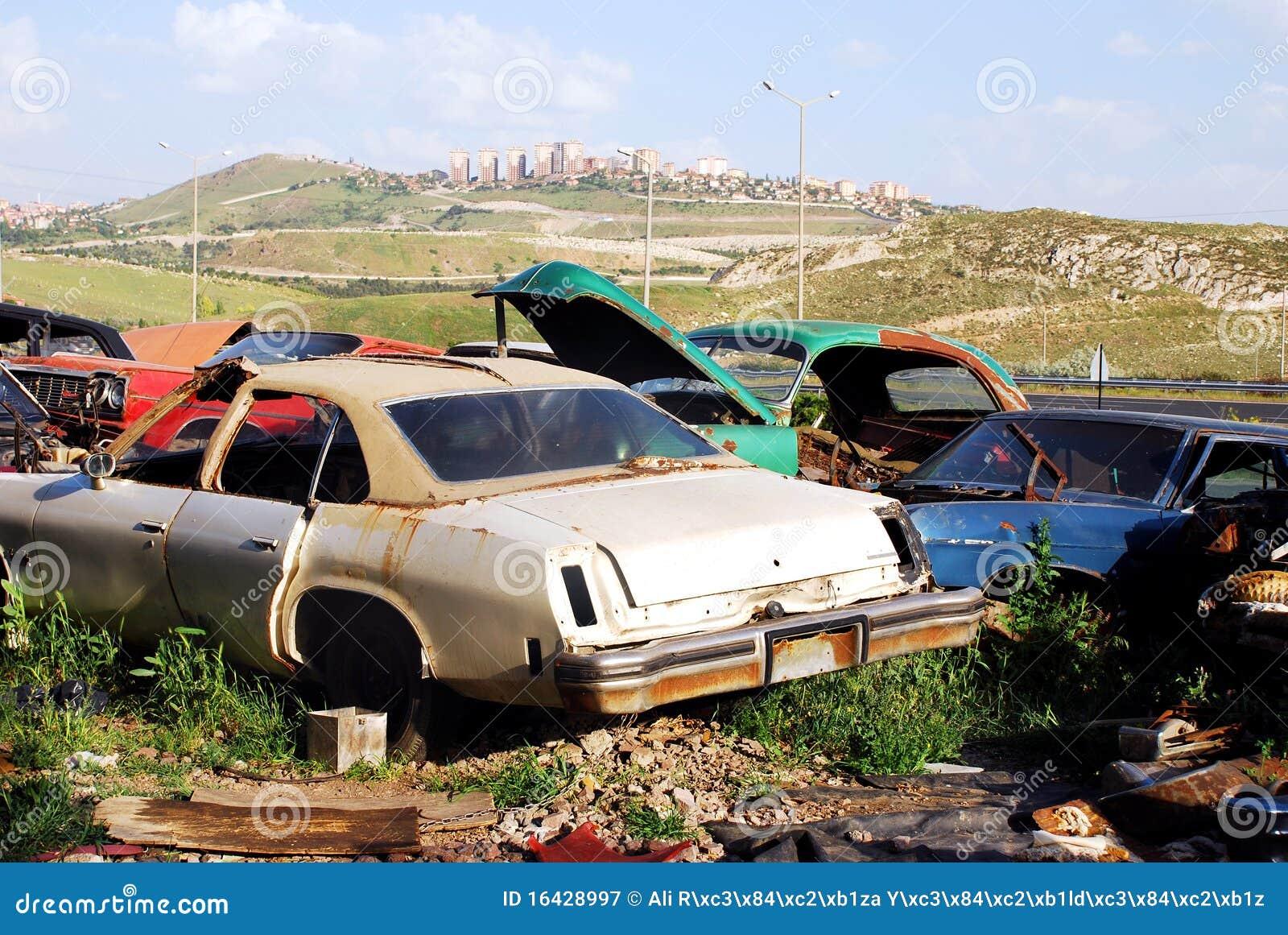 Carros abandonados velhos