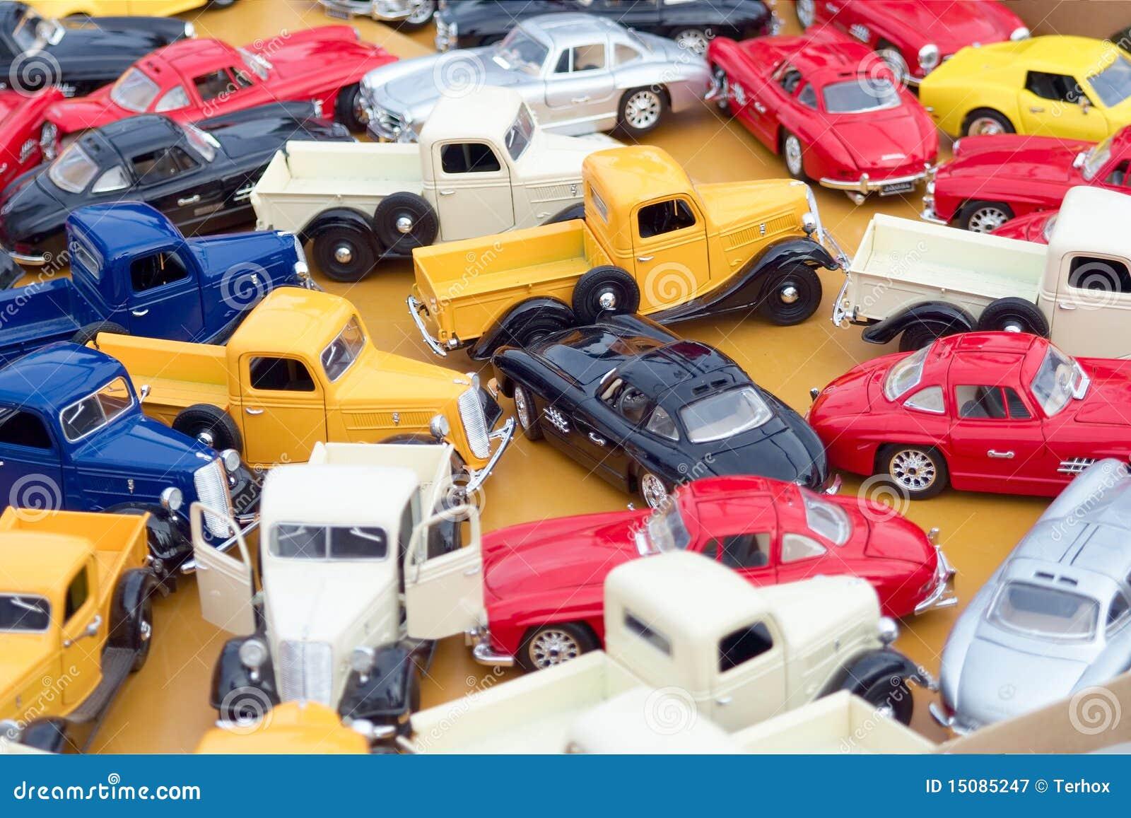 Carros coloridos do brinquedo fotografia de stock royalty