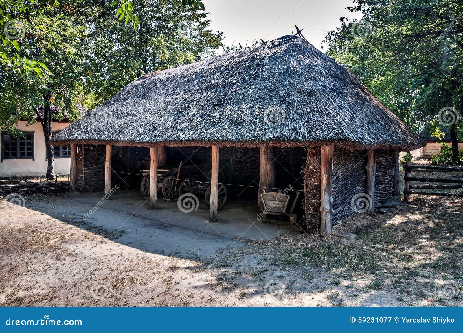 Download Carros De Madera Dentro Del Granero Viejo Imagen de archivo - Imagen de rural, edificio: 59231077