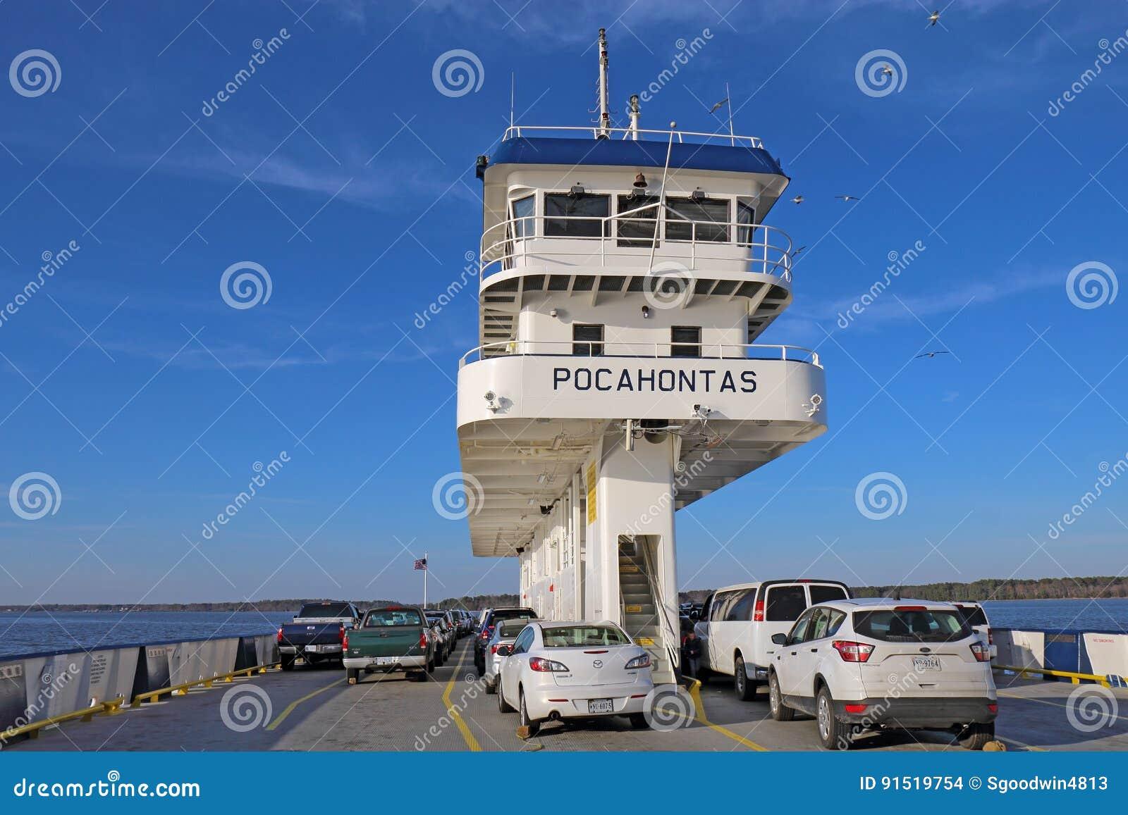 Carros e ponte do ferryboat Pocahontas de Jamestown-Escócia