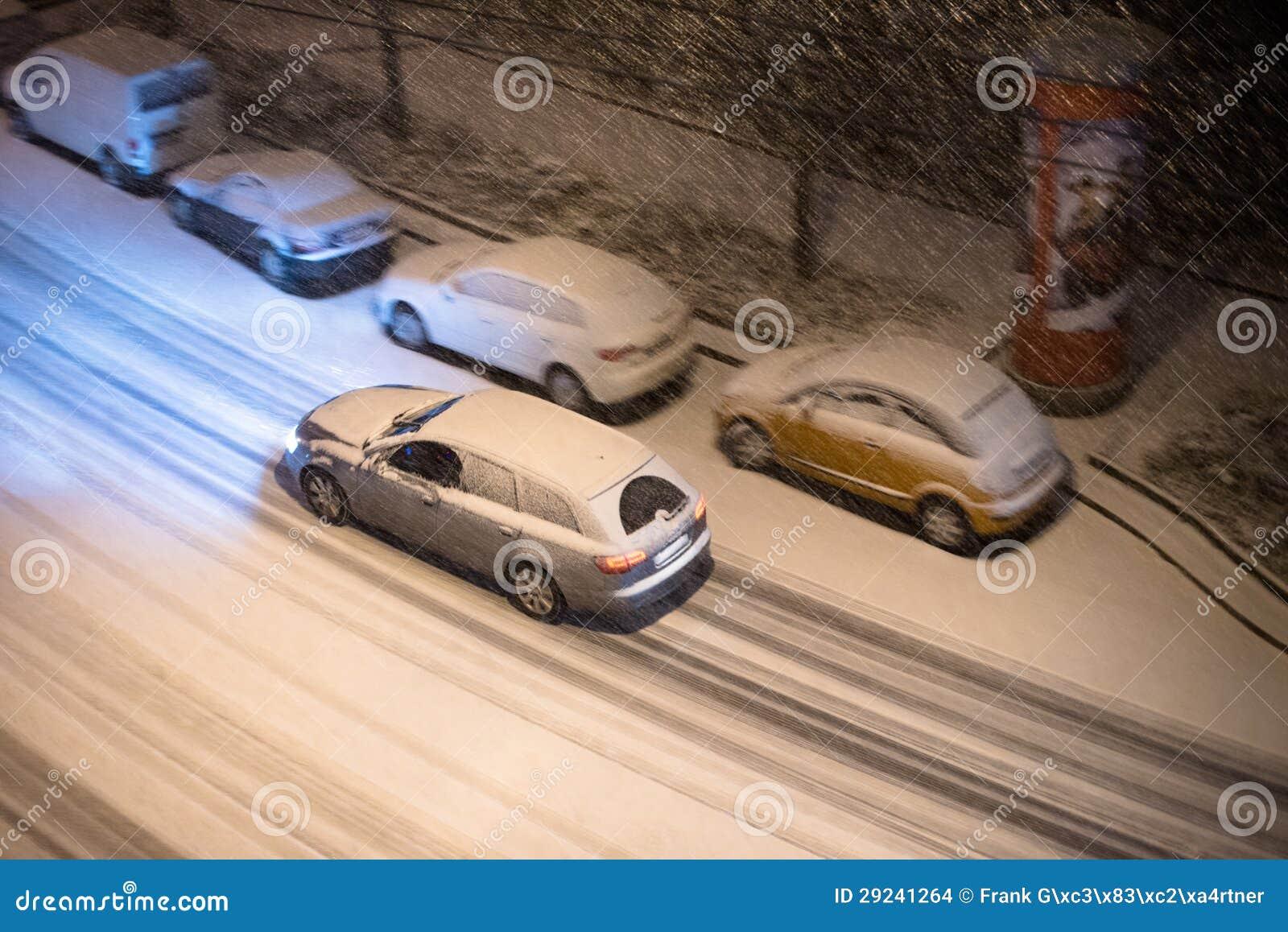 Download Carros na neve foto de stock. Imagem de outdoors, frio - 29241264