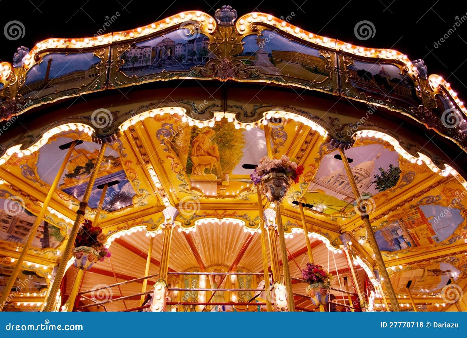 Carrousel lumineux la nuit