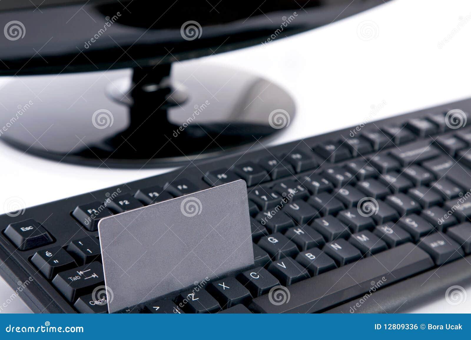 Cartão de crédito no teclado