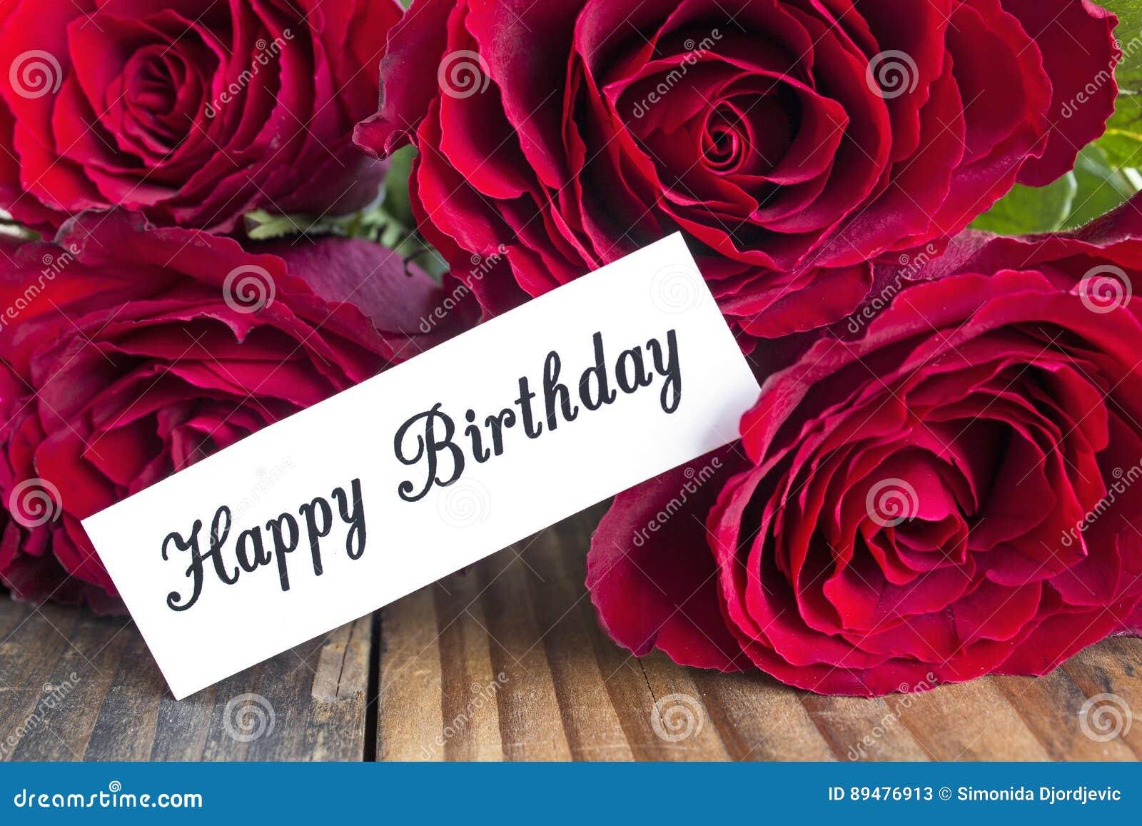 cartão do feliz aniversario com o ramalhete de rosas vermelhas