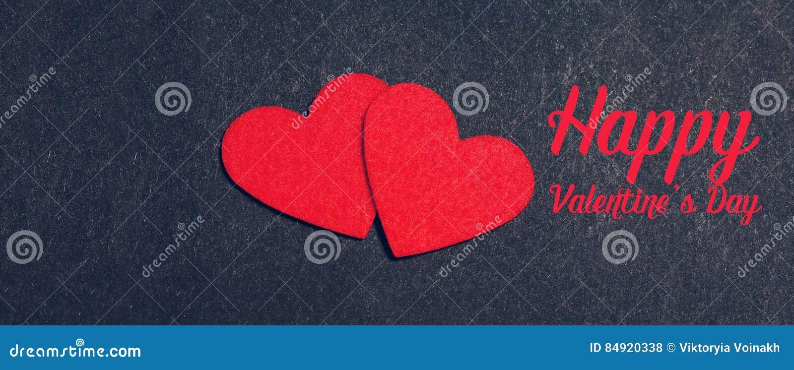 Cartão do feriado com corações no preto