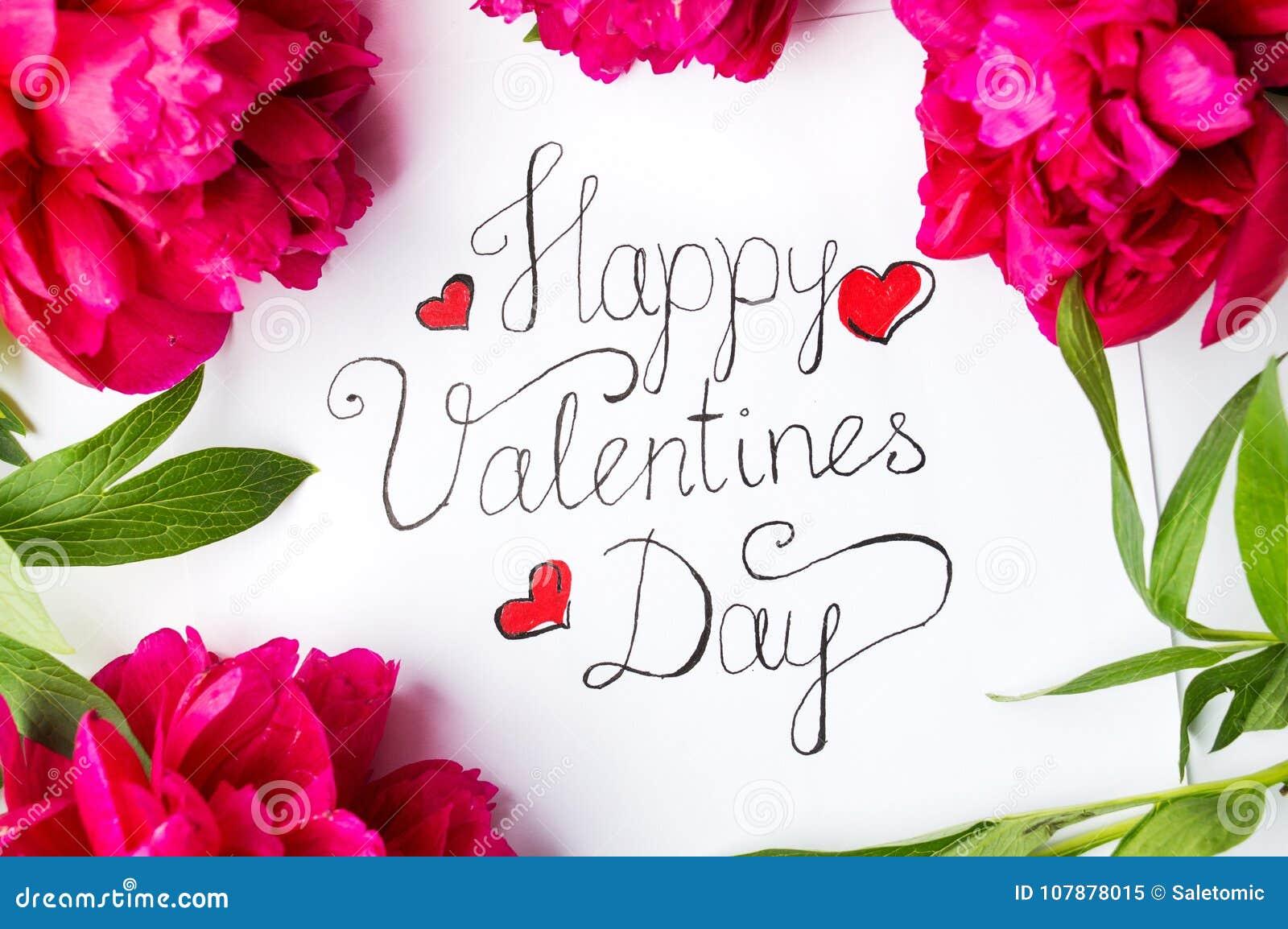 Cartão feliz do dia de Valentim com as rosas vermelhas no branco