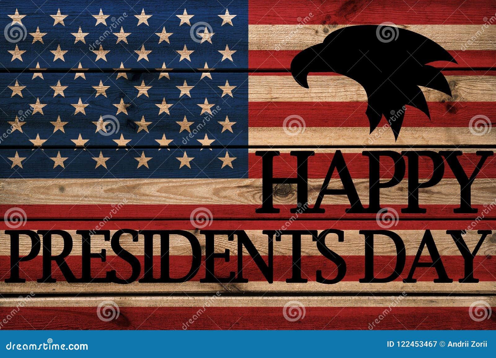 Cartão feliz dos presidentes Dia no fundo de madeira