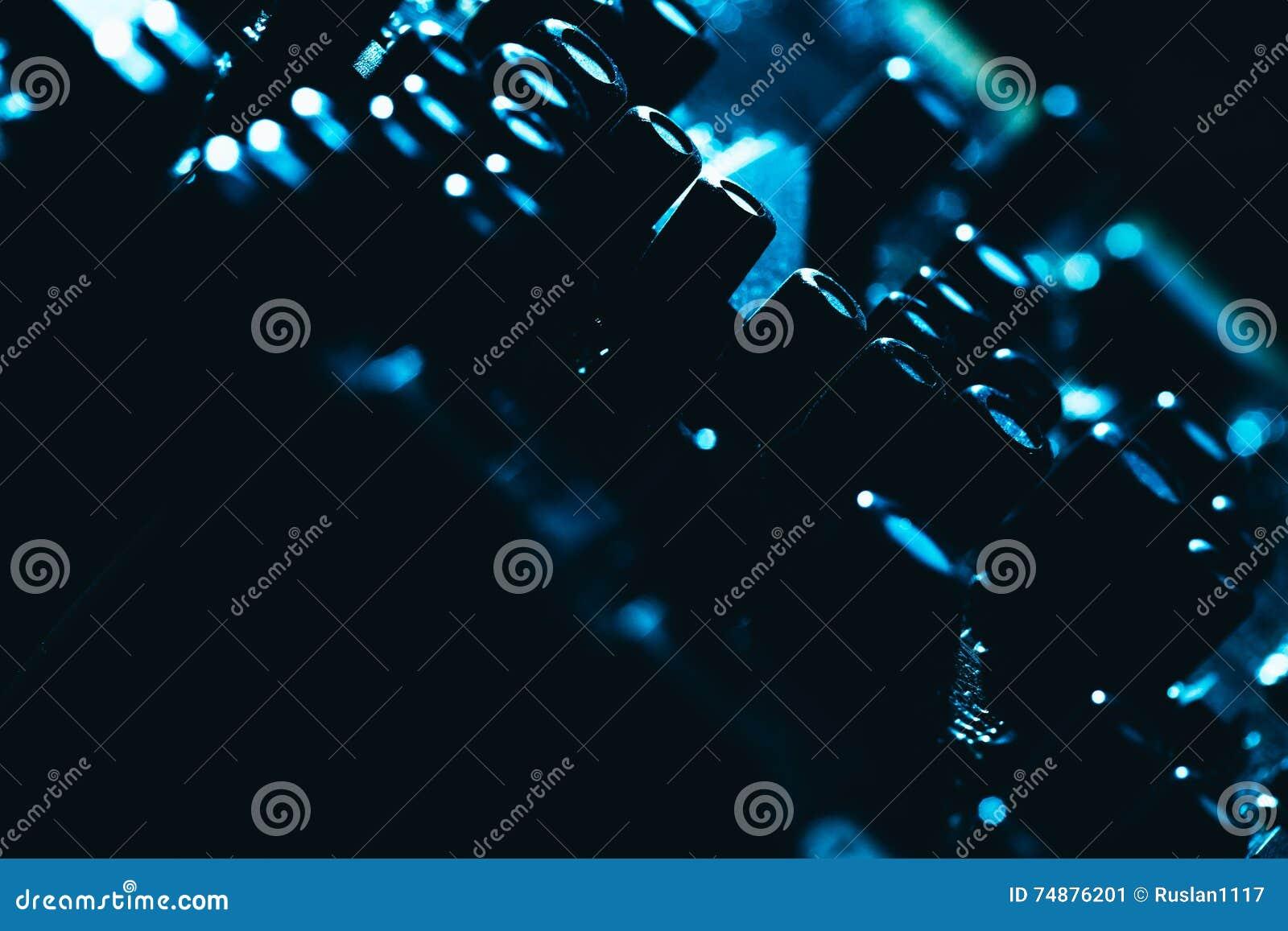 Cartão-matriz do computador no close-up escuro azul do fundo