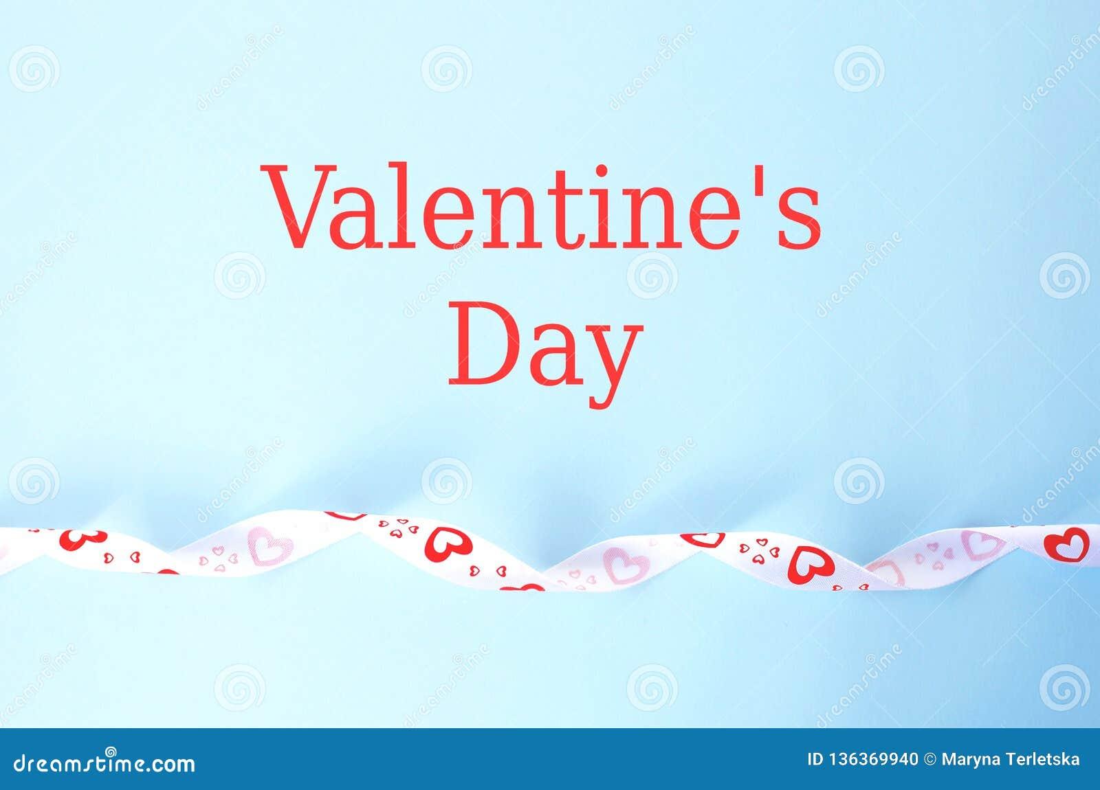Cartão para o dia de Valentim no azul com texto