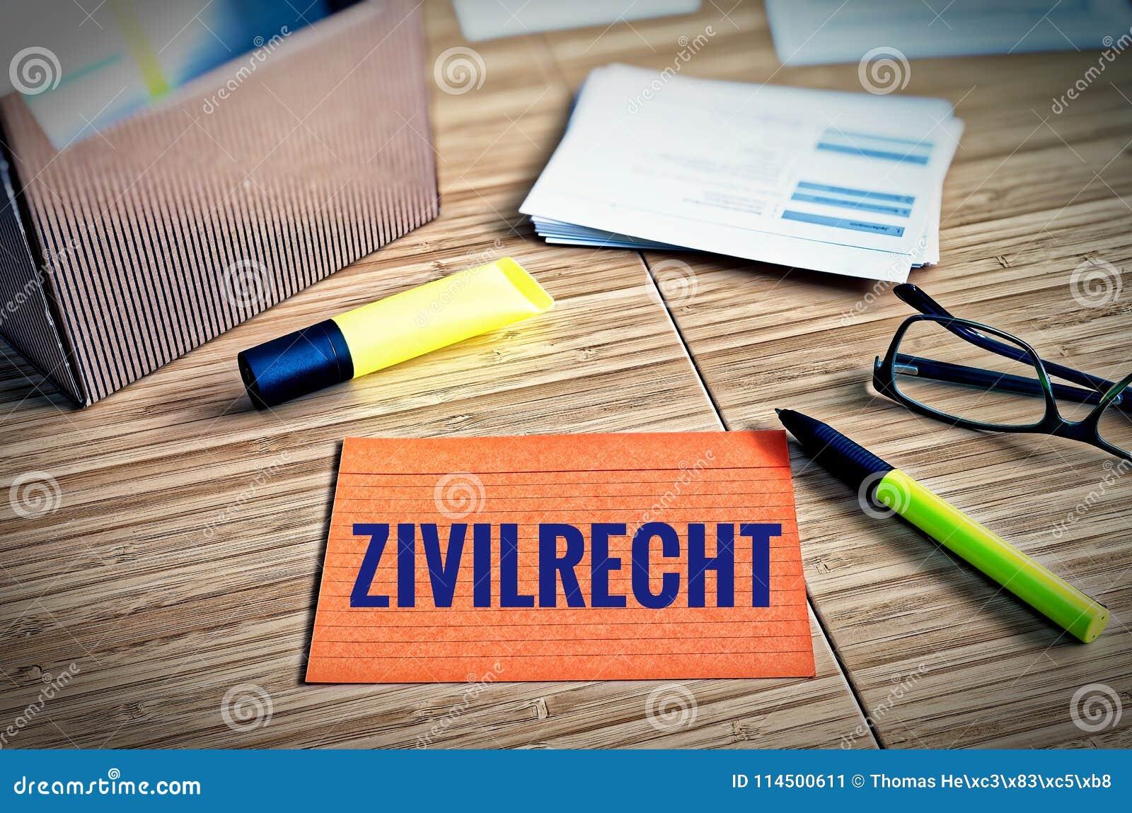 Cartões de índice com questões legais com vidros, pena e bambu com o zivilrecht alemão da palavra no direito civil inglês