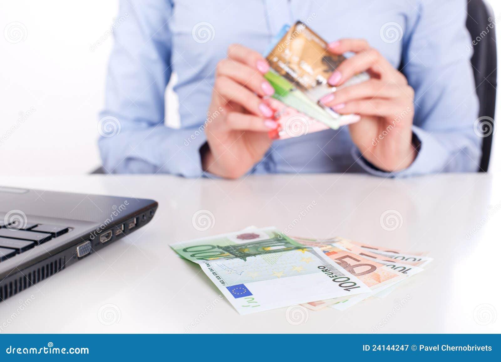 Cartões do dinheiro e de crédito do dinheiro