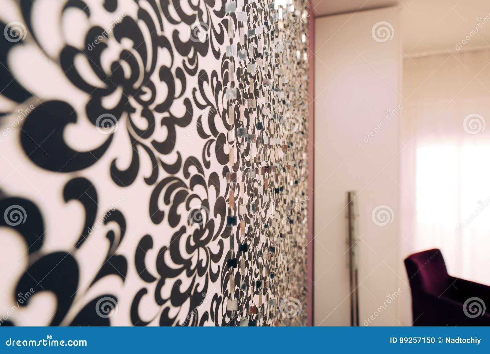 Pareti Con Foto In Bianco E Nero : Carta da parati in bianco e nero con l ornamento sulla parete