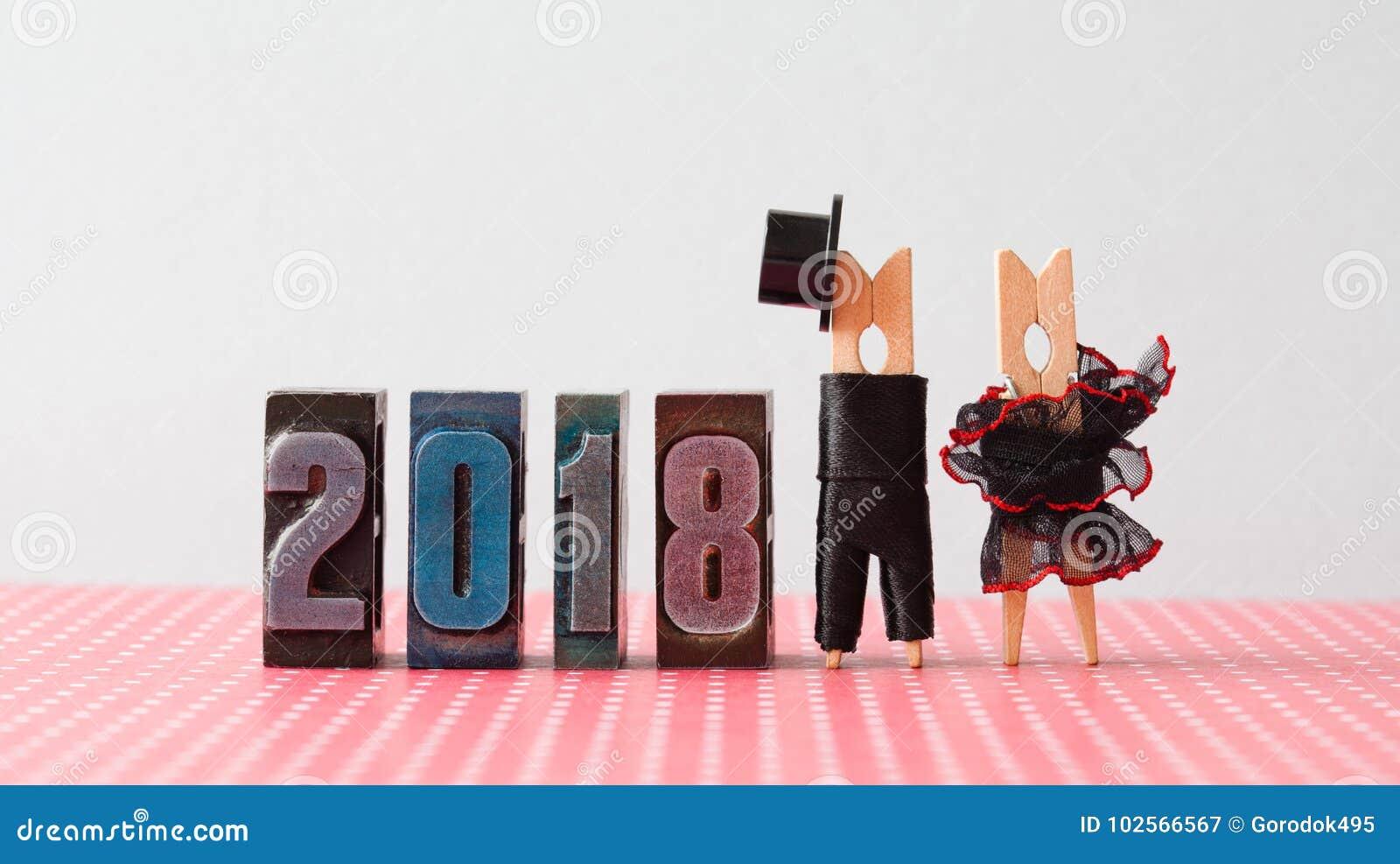 Carta dell invito di nozze di 2018 nuovi anni Governi il cappello nero del vestito, vestito rosso nero dalla sposa Caratteri dell