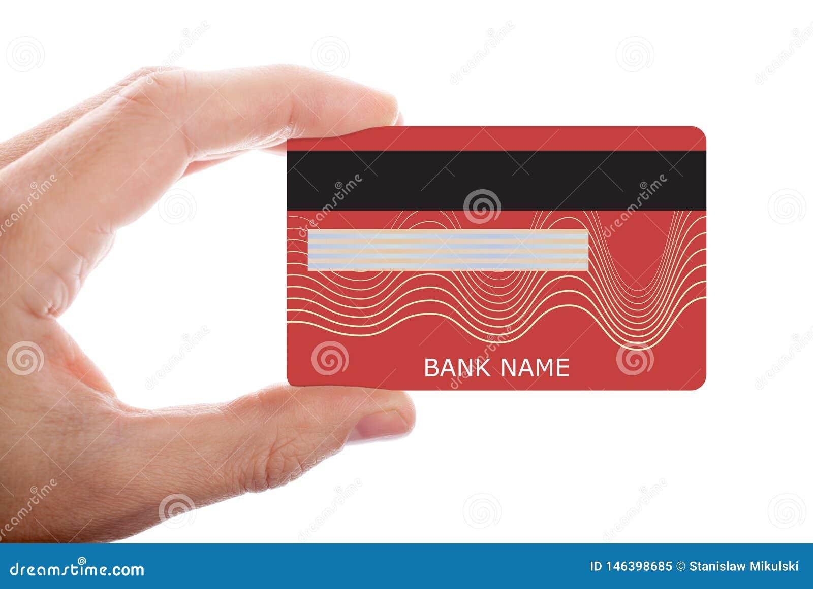 Carta di credito rossa della tenuta della mano isolata su fondo bianco