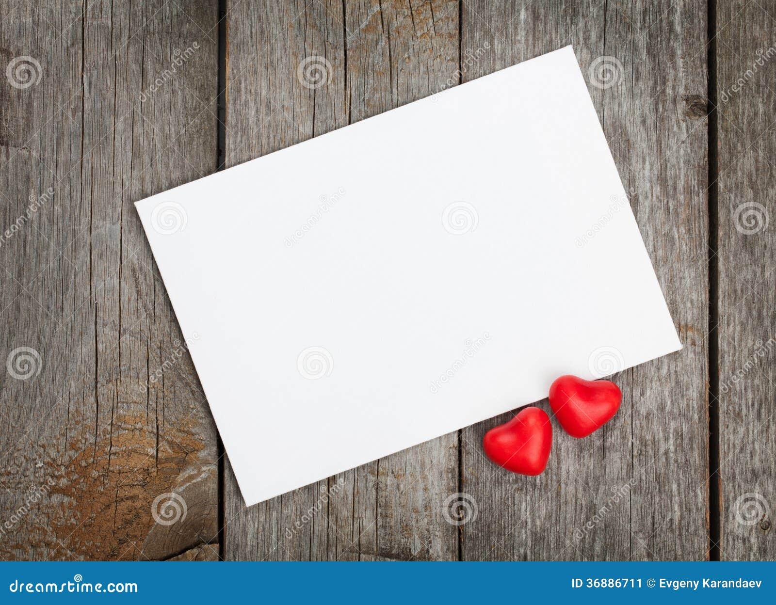 Download Carta Di Regalo In Bianco Di San Valentino E Cuori Rossi Della Caramella Immagine Stock - Immagine di nota, nero: 36886711