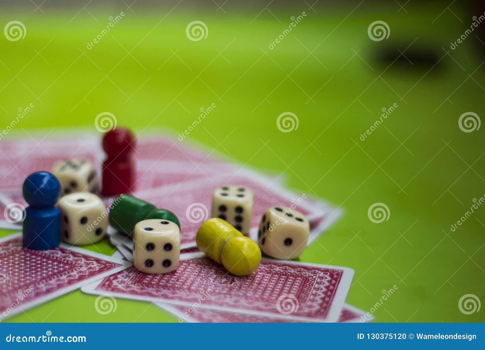 Carta ed elementi del gioco da tavolo