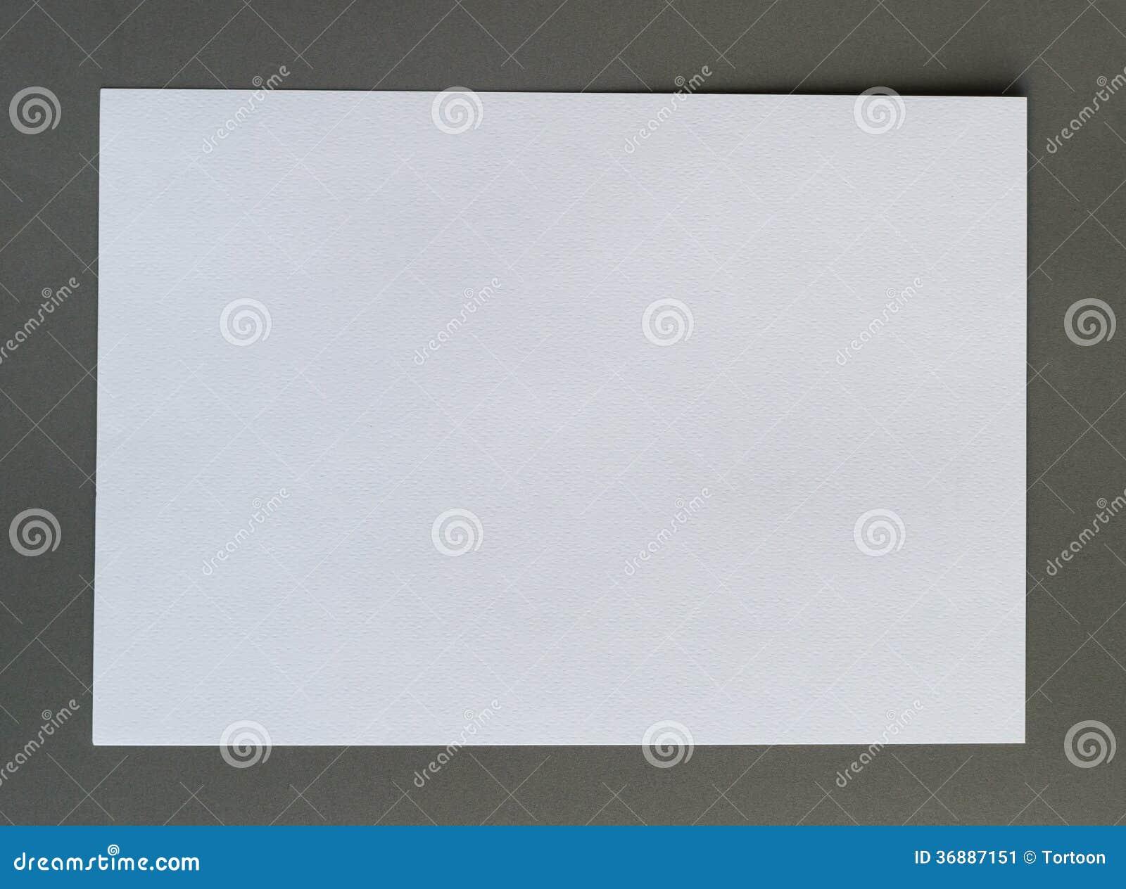 Download Carta Sgualcita Bianco Su Fondo Grigio Immagine Stock - Immagine di blank, avviso: 36887151