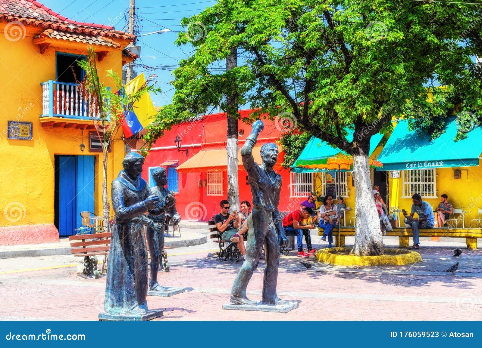 Statues Outside Iglesia De La Trinidad In Getsemani Cartagena Colombia Editorial Stock Photo Image Of Colombia City 176059523