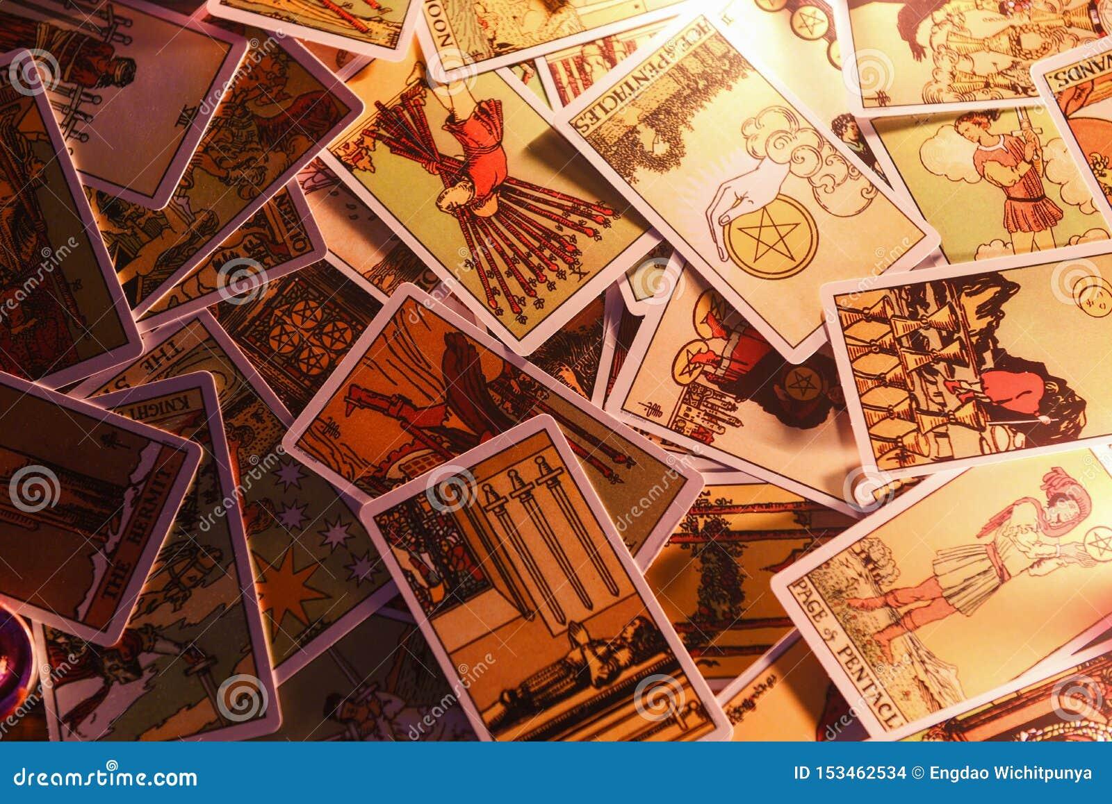 Cartas de tarot para la adivinación del psíquico de las lecturas del tarot también