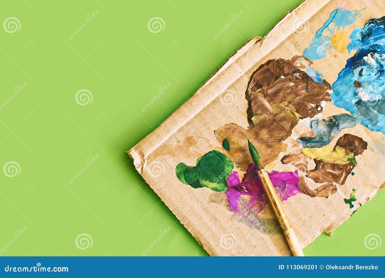 Carte De Carton Avec Des Calomnies De Peinture Utilisées Comme