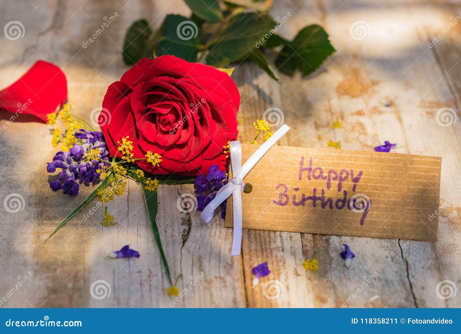 Carte De Joyeux Anniversaire Avec Des Fleurs Sur Le Bois Rustique Image Stock Image Du Bois Rustique 118358211