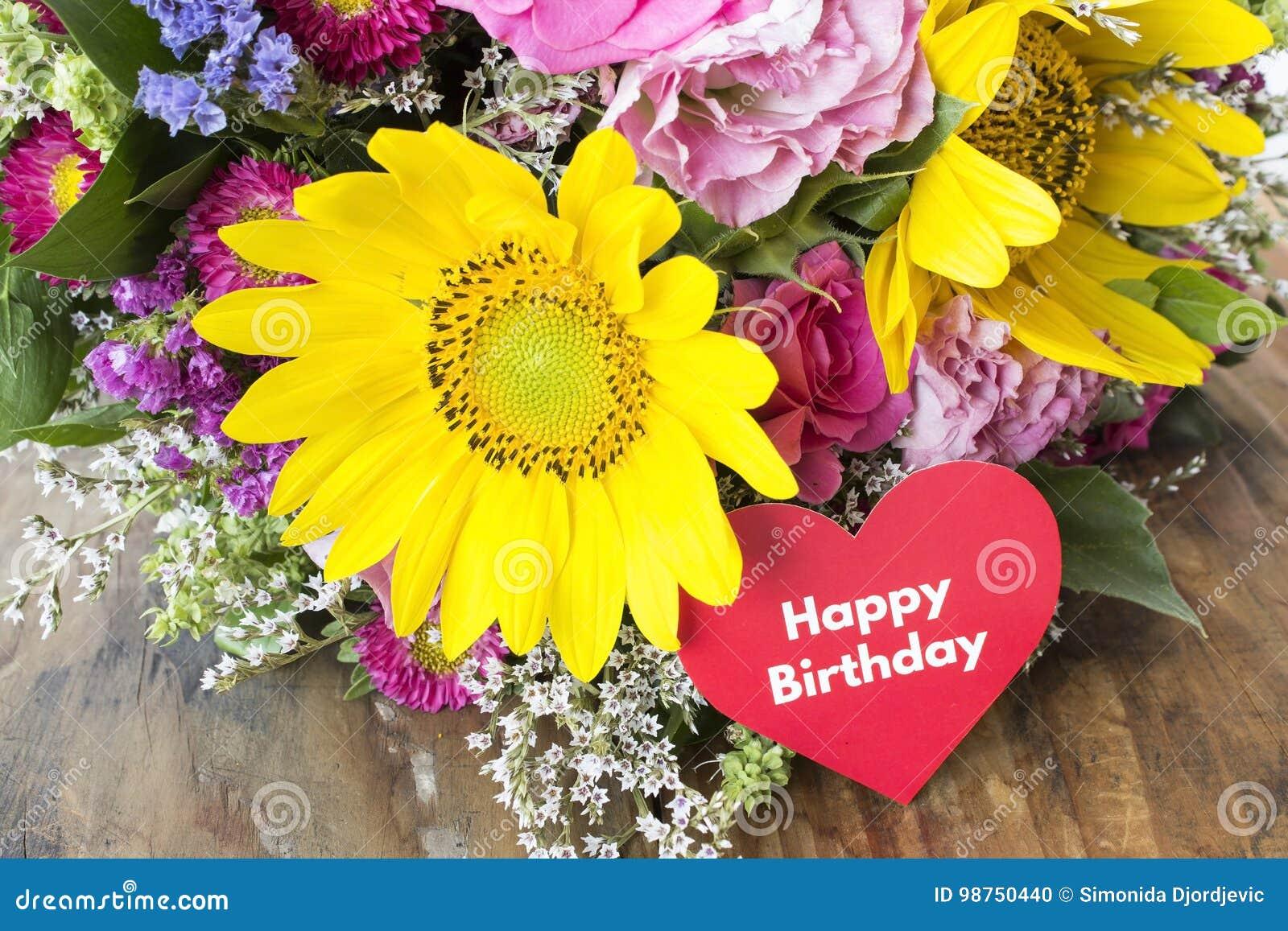 Carte De Joyeux Anniversaire Avec Le Bouquet Des Fleurs D