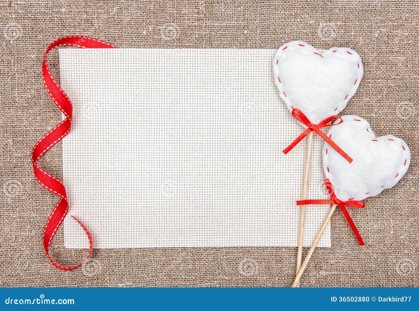 Carte de Valentine avec des coeurs de textile