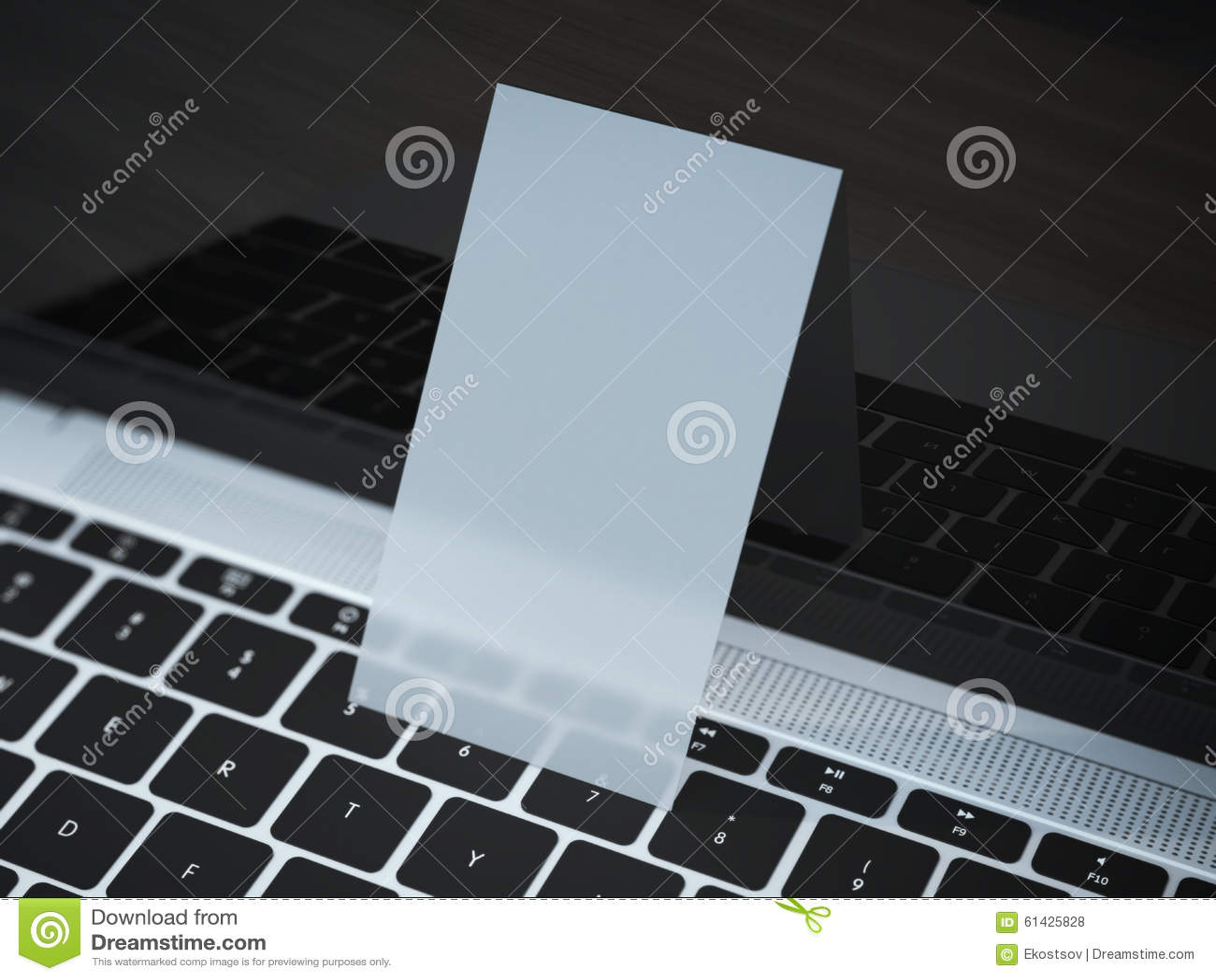 Download Carte De Visite Professionnelle Transparente Sur Lordinateur Portable Photo Stock