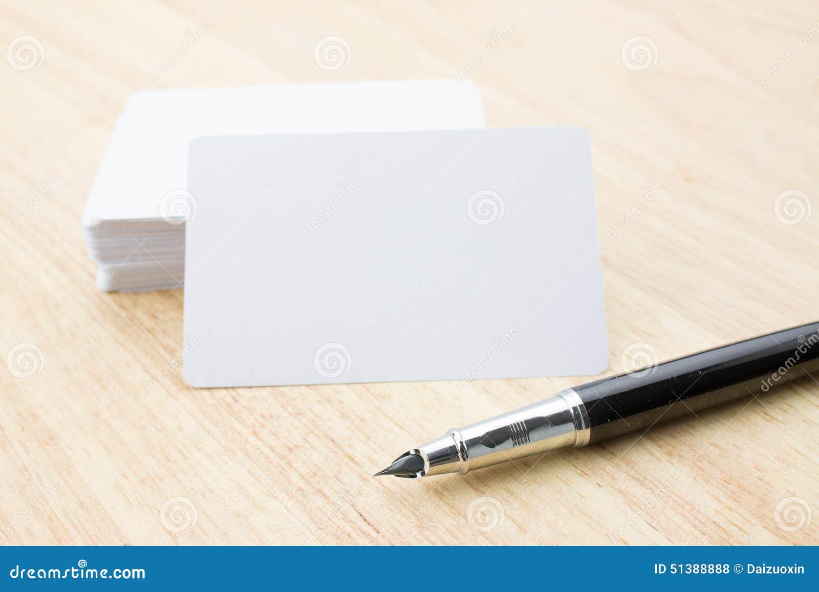 Carte de visite professionnelle et crayon lecteur de visite blanc