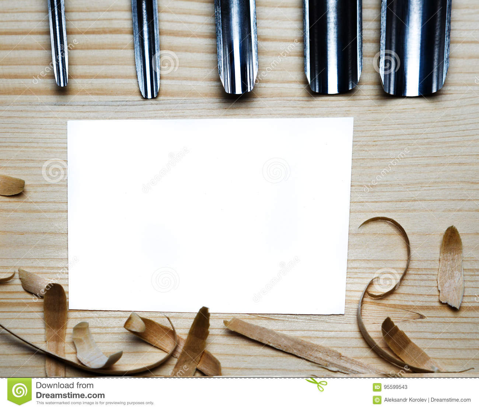 Carte De Visite Professionnelle Vierge Sur La Table En Bois Pour Des Outils