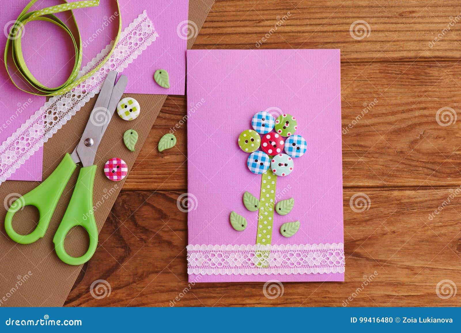 Carte De Voeux Avec Une Fleur Des Boutons En Bois Décorés