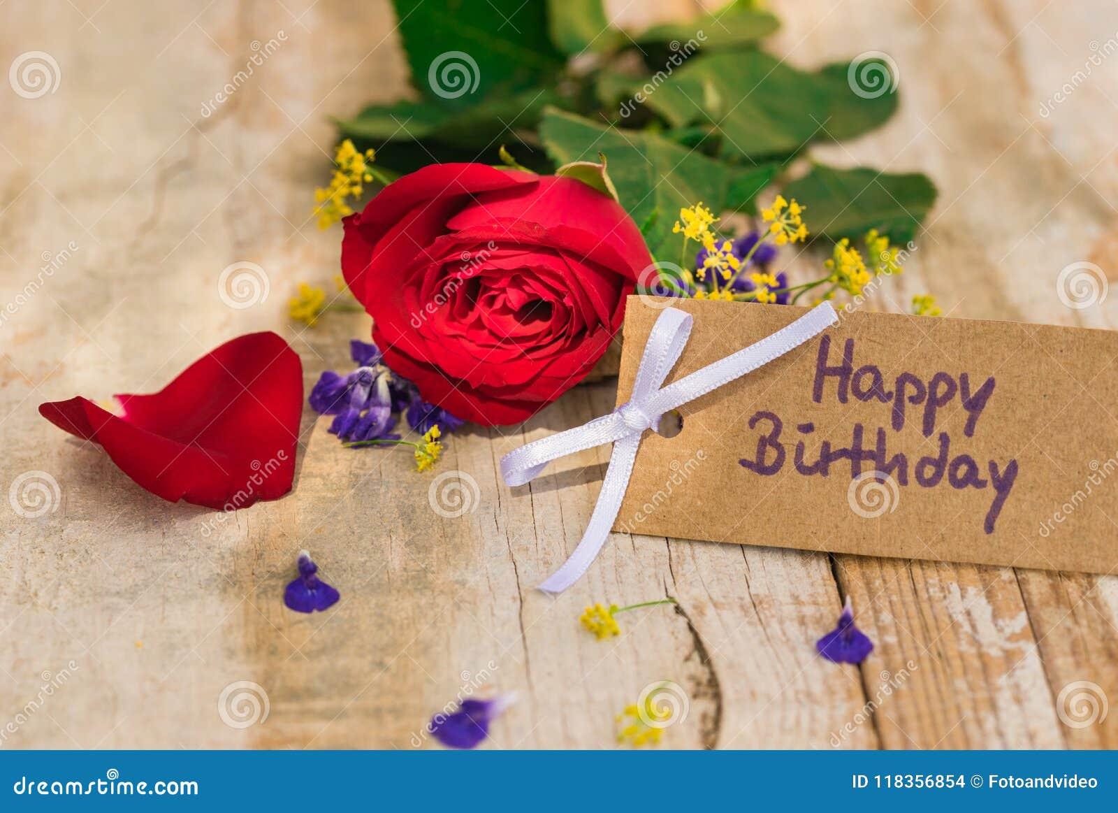 Carte De Voeux De Joyeux Anniversaire Avec La Fleur De Rose De Rouge