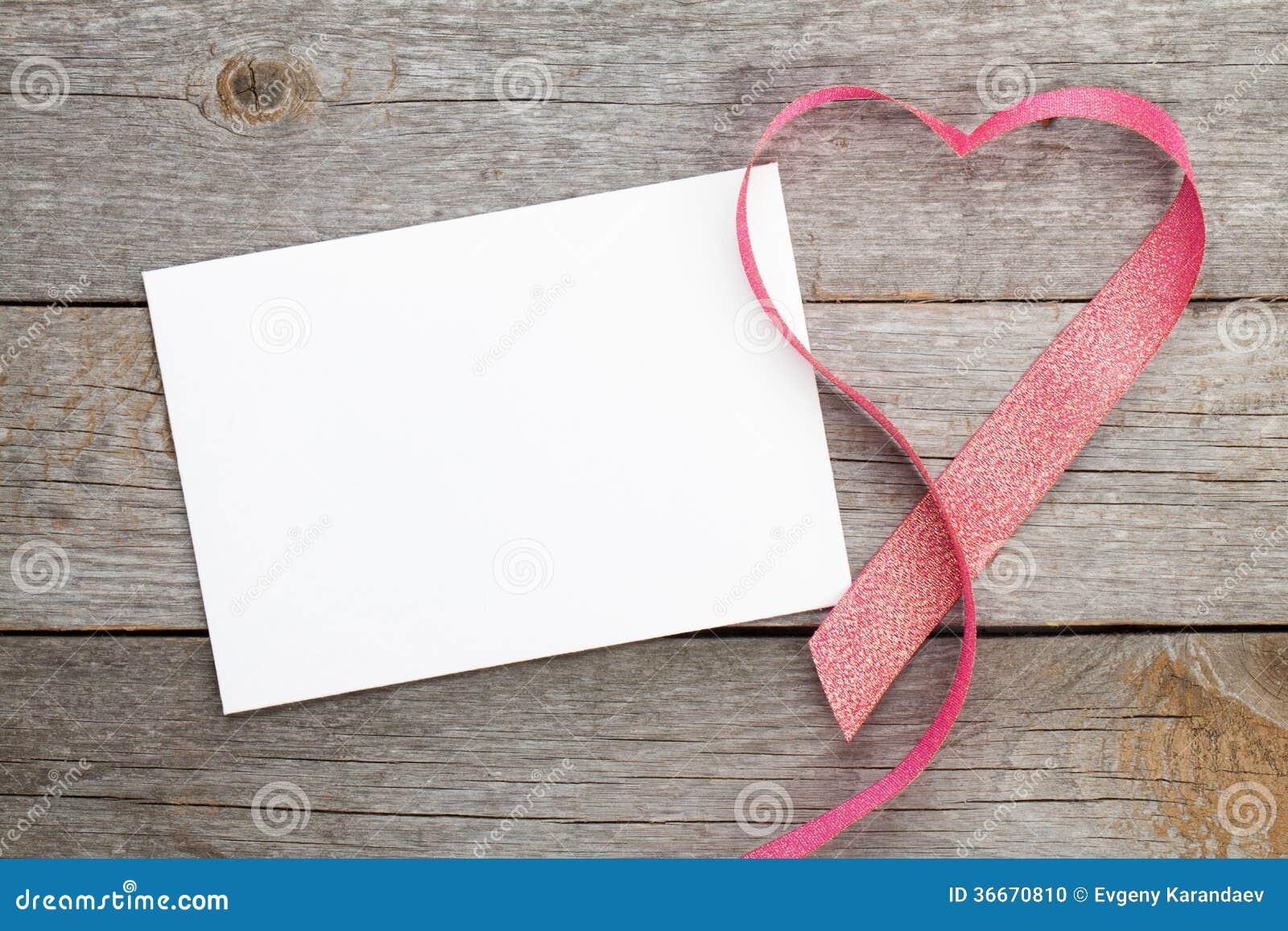 Carte de voeux vierge de valentines et ruban en forme de coeur rouge photo stock image 36670810 - Motif carte de voeux ...