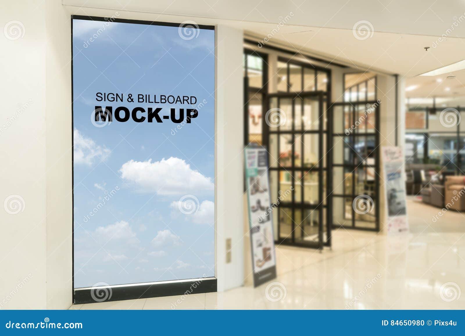 Carteleras en blanco establecidas en la alameda de compras o la tienda al por menor, útil para su publicidad