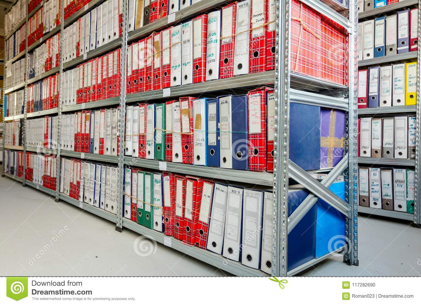 Organizzazione Ufficio : Cartelle di archivio dell ufficio pila di documenti nei
