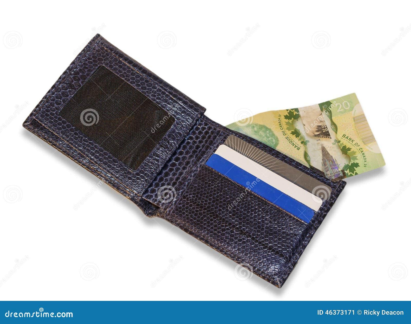 Cartera azul con las tarjetas de crédito y el dinero canadiense, backgrou blanco