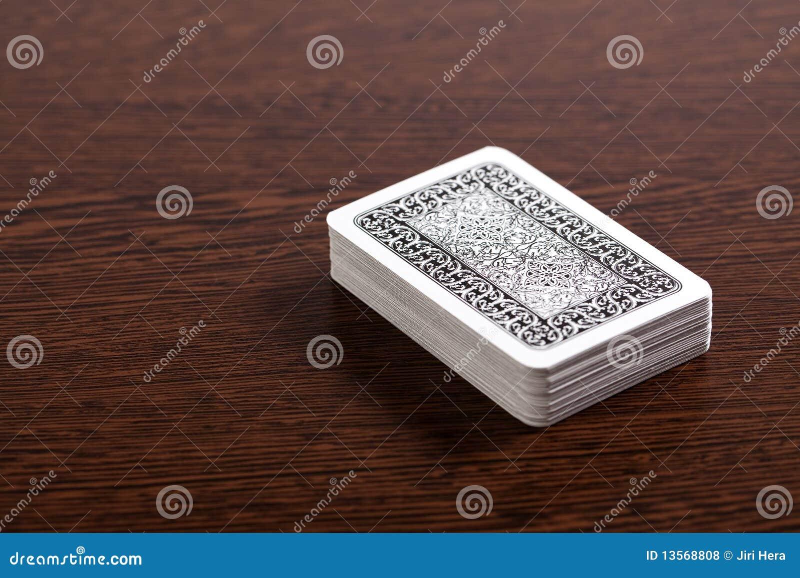 Cartes de tisonnier sur la table