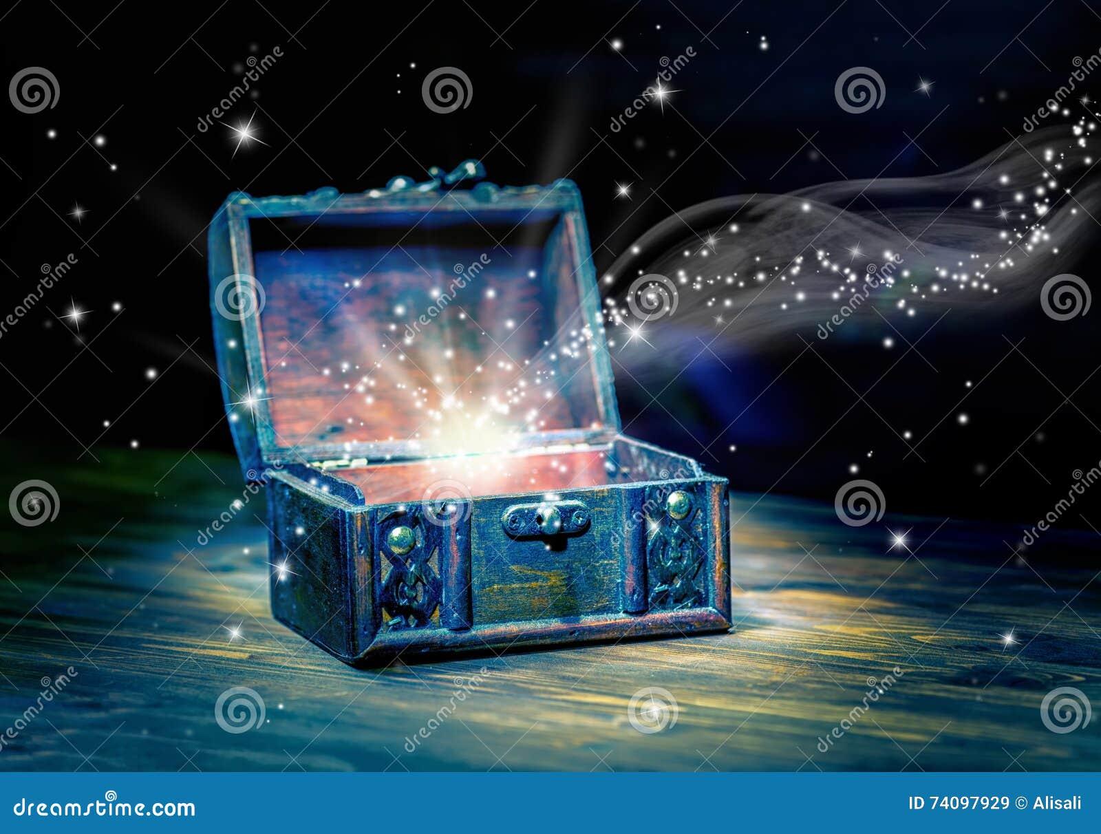 Cartolina d auguri di concetto del tesoro aperto del petto con il MIR mistico