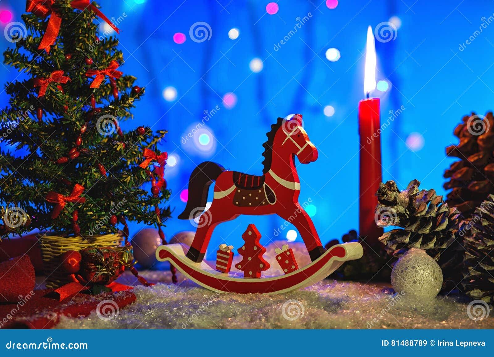 Immagini Di Natale Con Cavalli.Cartolina D Auguri Di Natale Con Il Cavallo Di Legno Rosso