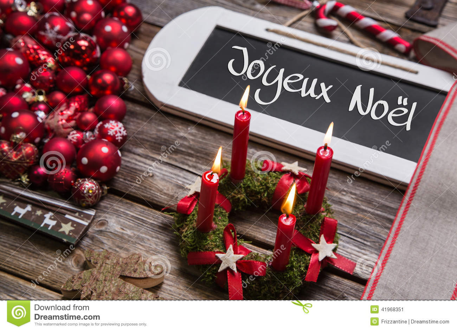 Auguri Matrimonio Francese : Cartolina di natale francese con quattro candele brucianti
