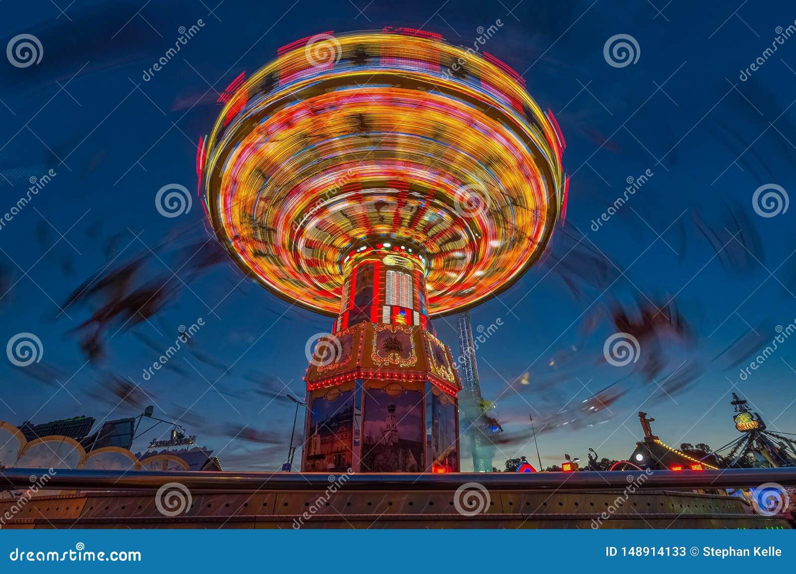 Carusel de cadena de Munichs Oktoberfest en el Theresienwiese famoso