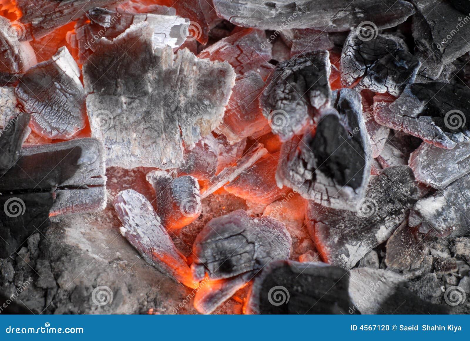 Carvões quentes de incandescência