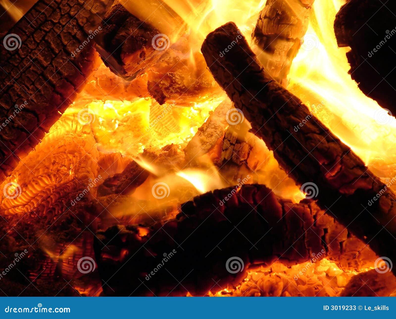 Carvões quentes do incêndio