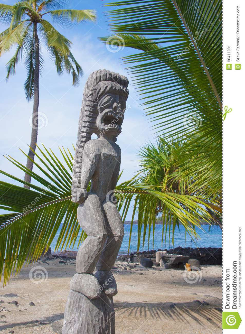 Carved wooden statue of ancient Hawaiian god