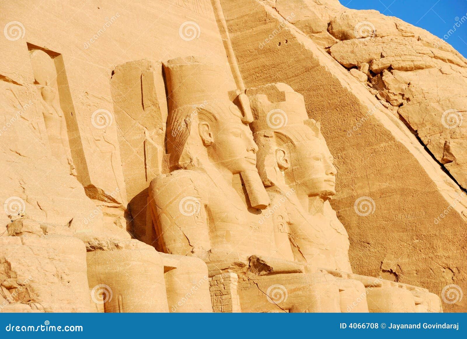 Carvings de pedra em Abu Simbel